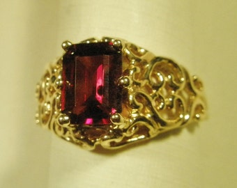 14 Karat Gold Emerald cut Garnet ring filigree style