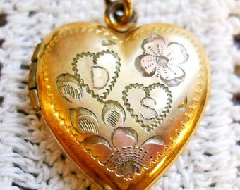 French Country Antique 1800s Two Heart Victorian Edwardian Vintage Etched Carved Rose Gold Plated Heart Locket Pendant Letter D Letter S