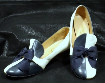 SEARS FEATHERLITE Navy Blue and White Pumps Size 6B