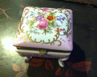 Vintage antique pink flowers ladies footed pretty vanity  floral roses jewelry trinket hinged gift  box