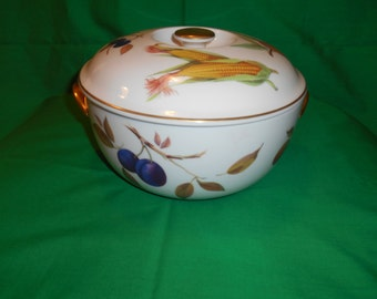 """One (1), 3 Quart, 8 1/2"""" Diameter, Round Covered Casserole, from Royal Worcester, in the Evesham Gold Pattern."""