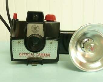 NICE 1960s BOY SCOUTS of America Camera, Imperial Black w/ Red, Detachable Flash Unit - Collectible