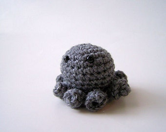 Small Grey Crochet Octopus Amigurumi
