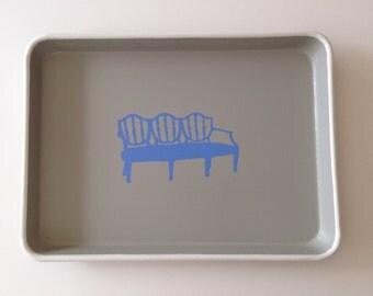 M blue bench gray tray