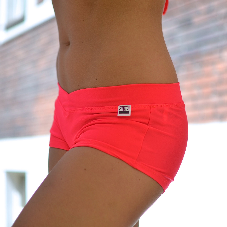 Shorts In Turquoise For Bikram Yoga: Shorts Psycho Red For Bikram Yoga
