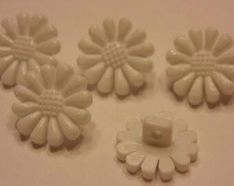 5 little white daisy/ flower buttons, 12 mm (22)