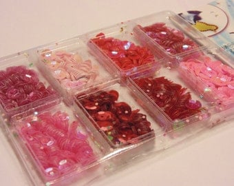 1 package of 8 different red and pink tone sequins, 7 mm (HR14)