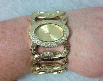 Vintage Gold Tone Large Hook Design Wrist Watch