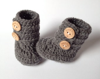 FREE SHIPPING!! High model crochet baby booties baby shoes in dark grey with wooden buttons great babyshowergift or newborn baby gift
