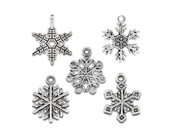 10 Snowflake Charms Asst Number 1 Two Snowflakes of Each of 5 Styles READ  NOTE Atq Silver Tone Snow  Charm Jewelry  16-24 mm