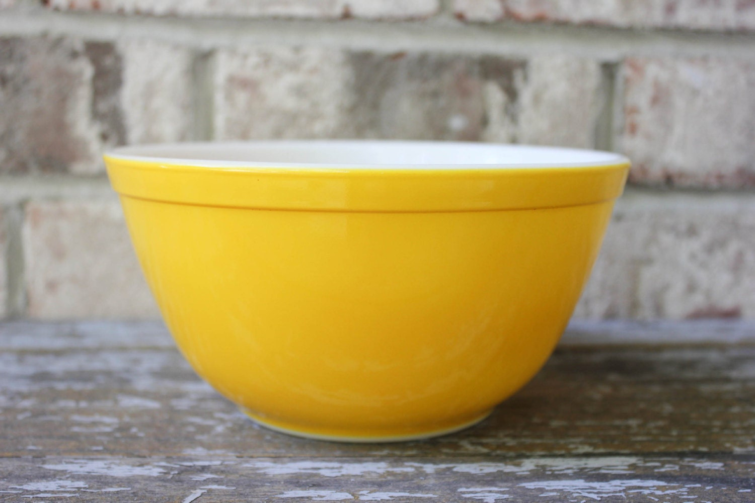 Vintage yellow PYREX mixing bowl 402 1 1/2 quart QT from Daisy