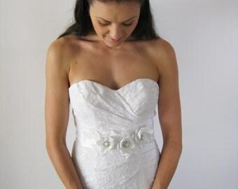 SALE White Bridal Flower Sash. White Wedding Sash. Flower Dress Sash.
