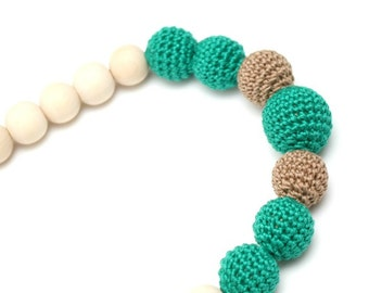 Emerald green & Mocha Nursing necklace by MagazinIL
