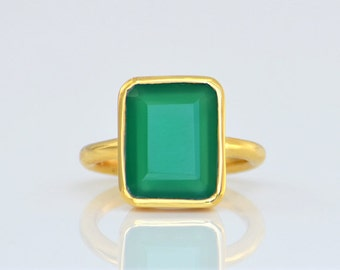 Green Onyx Ring, Rectangle Ring, Gemstone Ring, Stacking Ring, Gold Ring, bezel Set Ring, mothers Day gift for her - May Birthstone
