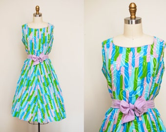 Vintage 1950s Pastel Printed Swing Dress / 50s Day Dress / Sleeveless / Tie Waist / Large-XL