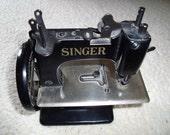 Vintage Singer Sewing Machine SEWHANDY Model Number 20 Cast Iron Miniature Toy Salesmans Sample