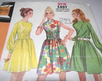 McCalls 2386 Dress pattern size 10 UNCUT