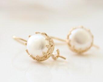 Pearl earrings - Gold earrings set with freshwater pearls, June Birthstone
