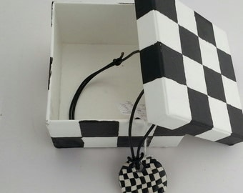 Checker Pendant Choker With Leather
