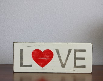 Love wood sign - Heart wood sign -Valentine's Day decor - Valentine's Day sign