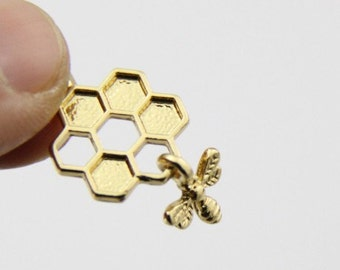 6 pcs of bee with honeycomb charm-1270-28x15mm-18k gold