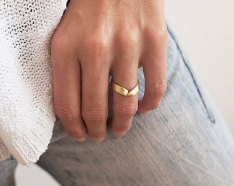 Gold V Ring, Wide Gold Ring, Wide Wedding Band, V Wedding Band, V Wedding Ring, Thick Gold band, Wide Gold Band, Pointed Ring, 14k Gold