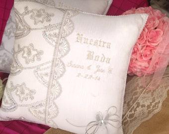 Personalized Wedding Kneeling Pillow set (2)/ Set de Cojines para Matrimonio Personalizados