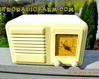 BEAUTIFUL Art Deco Plaskon 1939-1941 Gilfillan 5B8 AM Tube Radio Works!