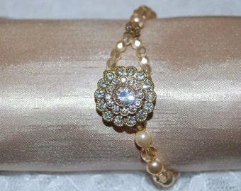 Beautiful diamonte button bracelet