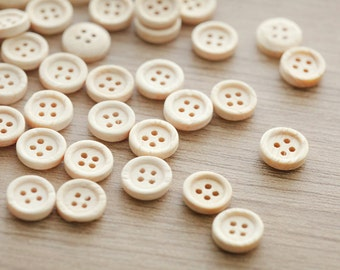 25 pcs of Natural Round 4 Hole Buttons , 10mm