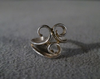 vintage sterling silver fashion ring with three scroll designs, size 6              M