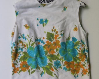 1950's white floral crop top with buttons down the back