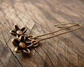 Flower earrings. Brown antique brass simple flower earrings.