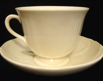 5 Mint Cream Color Wedgwood Queens Shape Tea/Coffee Cups & Saucers/ Etruria Barlaston Made in England