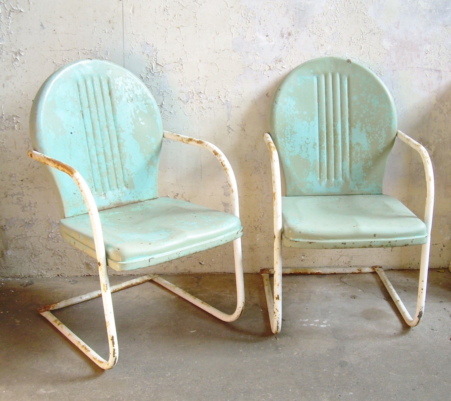 Retro metal lawn chairs pair rustic vintage porch furniture for Retro outdoor furniture