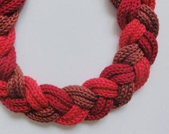 Padmé: tricolor cotton plaited necklace red colors