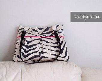 Pleated purse, handbag, animal print, shoulder bag, gray, vanilla and pink