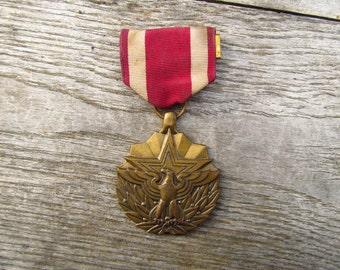Vintage Eagle Medal - Vietnam Era Medal of Merit - United State Meritorious Service Medal