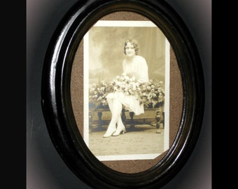"6.5"" x 8"" Oval Frame with Vintage Postcard - Woman with Roses"