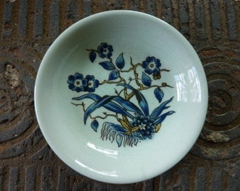 Calyx Ware - English Ironstone - Adams a member of the Wedgwood Group Floral Dish