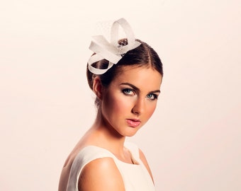 Modern fascinator with french veilig, wedding headpiece, wedding fascinator,wedding bow