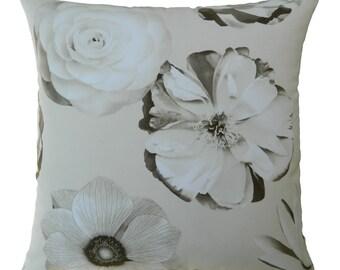 18''x18'' Iman Foto Fleur Pillow Cover in Pearl