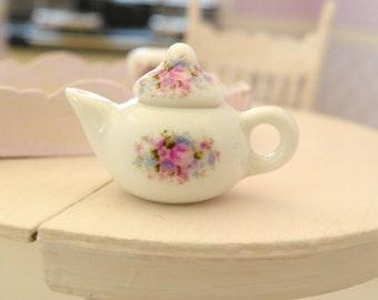 miniature dollhouse tea pot -1/12  scale