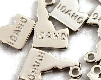 2x Silver Plated Engraved Idaho State Charms - M072-ID