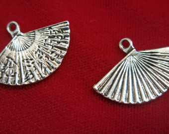"""BULK! 30pc """"carved fan"""" charms in antique silver style (BC147B)"""