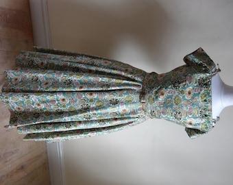 1950s Dress. She Sells Sea Shells on the Sea Shore.