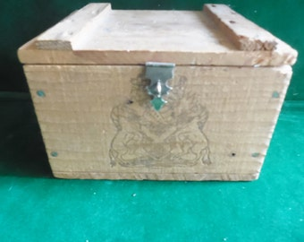 Vintage Haig & Haig Pinch Scotch Whisky wood hinged box