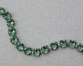 Go Green -  Erinite Swarovski Crystal Chain Bracelet - Beautiful Erinite Green Crystals 8mm in Silver - Handcrafted