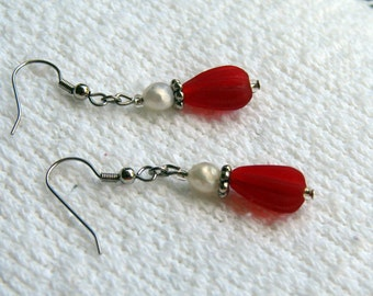 Red Earrings. White Earrings. Red and White Earrings. Glass bead earrings. Red and white dangle earrings.  Red glass earrings. Red jewelry.