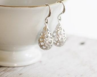 Teardrop earrings in silver tone. Bubble filigree drop earrings.